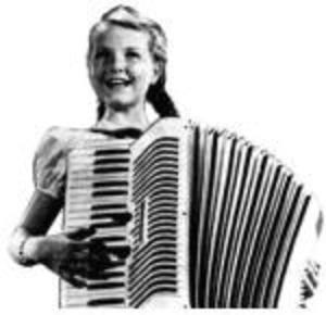 Accordion_girl_1